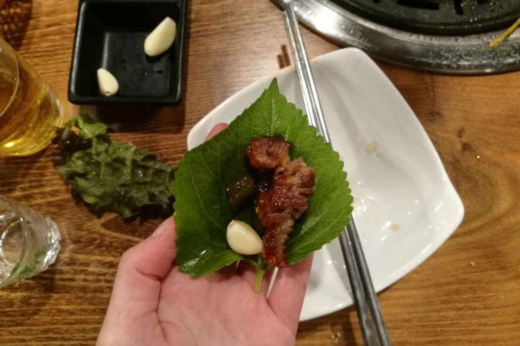 Filling my sesame leaf with sides and meat