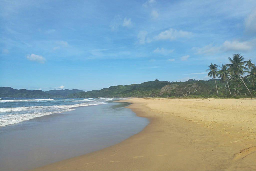 Duli Beach is El Nido, Philippines