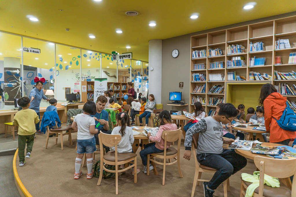 Pros of Teaching English in South Korea