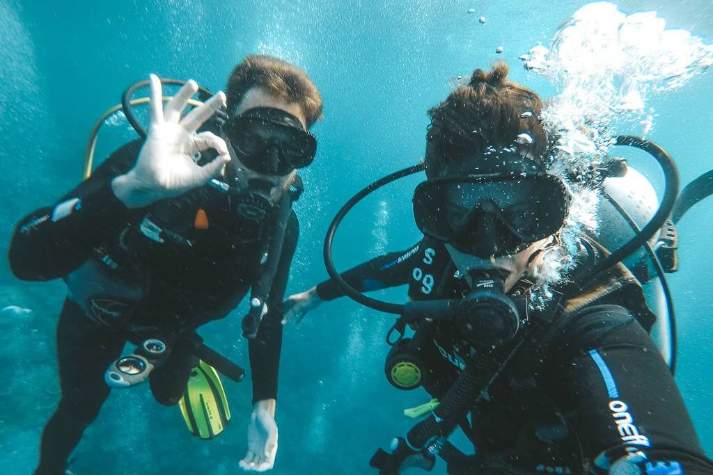 With the strong currents in Komodo, you need to stick with your buddy!