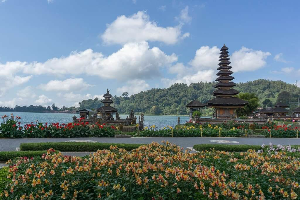 Visiting the Ulun Danu Temple