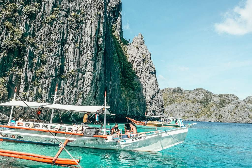 private vs group island hopping tours